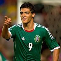 Raúl Jiménez podría jugar por partida doble en la Selección Mexicana