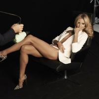 Heidi Klum muestra al desnudo aparatos eléctricos