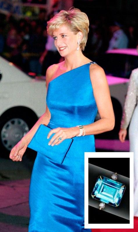 Princesa Diana portando el anillo y brazalete aguamarina en 1997. / Foto: Pinterest.
