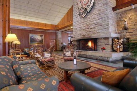 Interior de cabaña en Fairmont Jasper Park Lodge. / Foto: Pinterest.