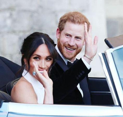Meghan mostrando el anillo que perteneció a Lady Di. / Foto: Getty Images.